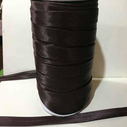 Фото Кружево ,тесьма ,сетка,резинка Косая  бейка  атласная.   Коричневого  цвета.    Ширина  15 мм.