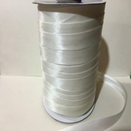 Фото Косая бейка атласная 1,5 см Косая бейка  атласная.15 мм. цвет  Айвори