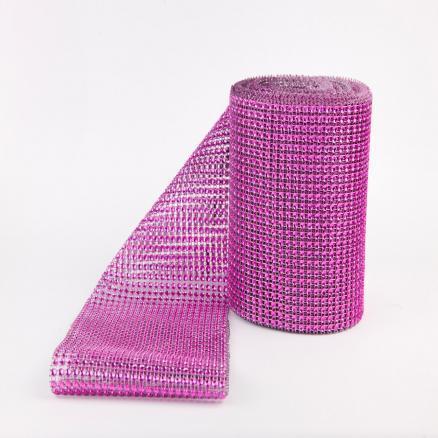 Фото Бусины ,полубусины ,стразы,.цветок.шина, тесьма пластик, Шина Шина  24 ряда  камней , ярко - Розового  цвета .ОСТАТОК 30 СМ   Ширина  11,7 см.