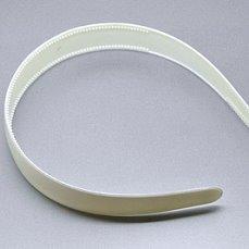 Пластиковый  обруч  25 мм .Белого  цвета  с  маленькими  зубчиками.