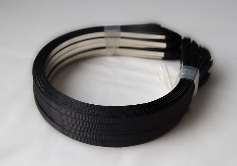 Обруч  металический  5 мм.  обклеен  чёрной  Репсой  лентой  6 мм.