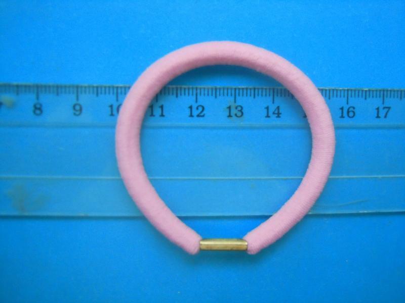 Фото Основы ,фурнитура для канзаши, Резинки Резинка   в  диаметре   5,5 см.  толщина  0,6 см.   жгутовая ,  розового  цвета  с  металическим  креплением.