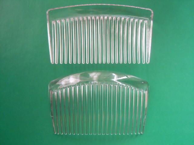 Гребешок   изогнутый   пластиковый  , Белый  порозрачный   8,5 см.