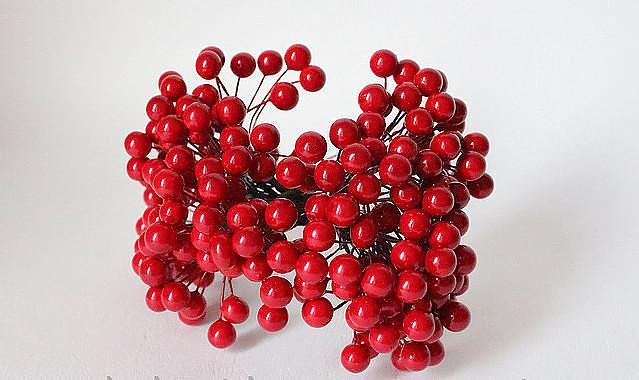 Фото Тычинки , добавки,ягодки Калина  красная  глянцевая  10 мм.   Один  пучёк  20 проволочек  , 40  ягодок .