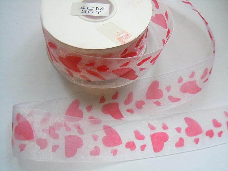 Лента  Органзовая  40 мм.  Белого  цвета  в  красных  сердечках