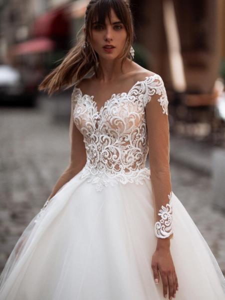 Непышное легкое свадебное платье с открытой спиной Аурелия