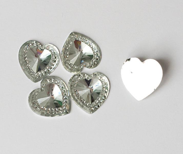 Сердечко   14 мм.  стекло - пластик   белого  цвета  с  узором.