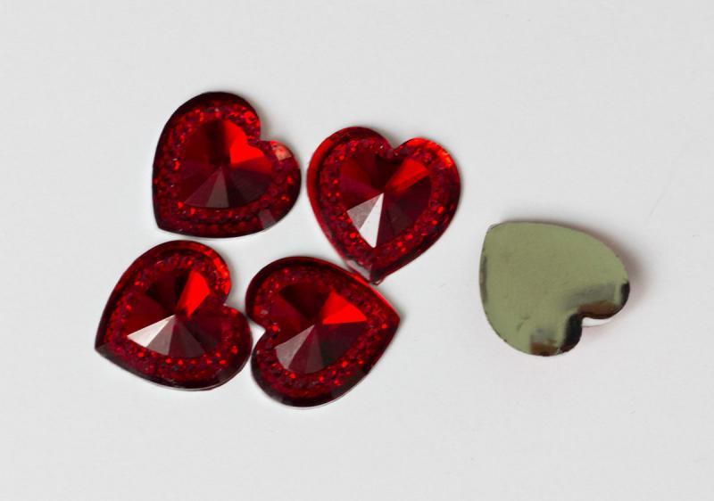 Фото Серединки ,кабашоны, Кабашоны, камеи Сердечко   14 мм.  стекло - пластик  красного  цвета  с  узором.