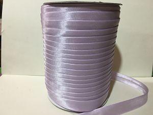Фото Косая бейка атласная 1,5 см Косая  бейка  атласная.   светло - Сиреневого  цвета.    Ширина  15 мм.