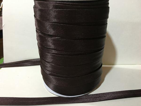 Фото Косая бейка атласная 1,5 см Косая  бейка  атласная.   Коричневого  цвета.    Ширина  15 мм.
