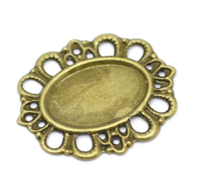 Металическая  основа  под  кабашон .  Цвет  античная  бронза.  Размер  по  наружи  29 мм .  Внутрений   овал  18  *  13  мм.