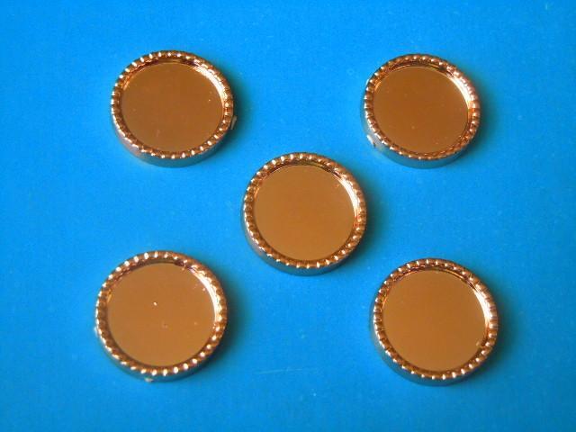 Фото Серединки ,кабашоны, Кабашоны, камеи Основа  круглая  пластмасовая   19 мм.   с  ободком  -  для   полубусин   , внутрений  кружок  14,5 мм.   Золотого  цвета.