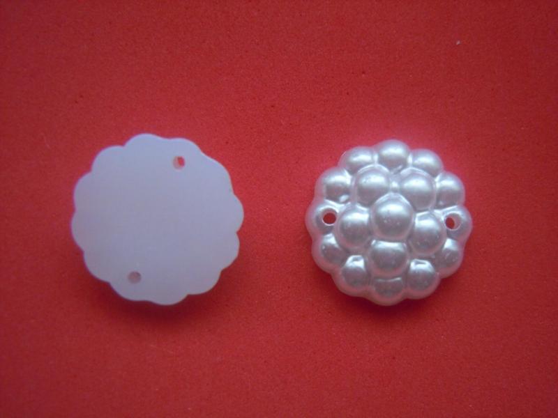 Кабашон  16 мм.   Белого  цвета  с  двумя  отверстиями (  пришивной )