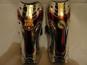 Щитки футбольные с клубной символикой, жёсткие в индивидуальной упаковке