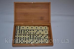 Домино в деревянной коробке.