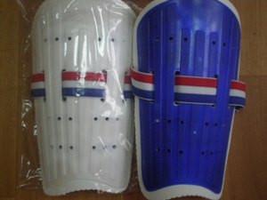 Щитки футбольные юношеские, пластик, 844-3L