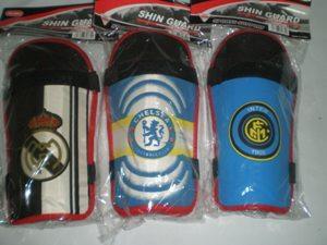 Щитки футбольные (с клубами)