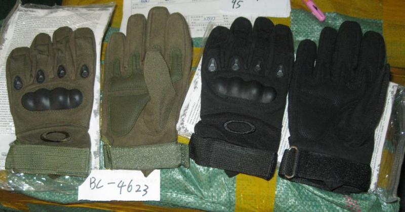 Перчатки тактические с закрытыми пальцами и усил. протектор OAKLEY, черные и олива