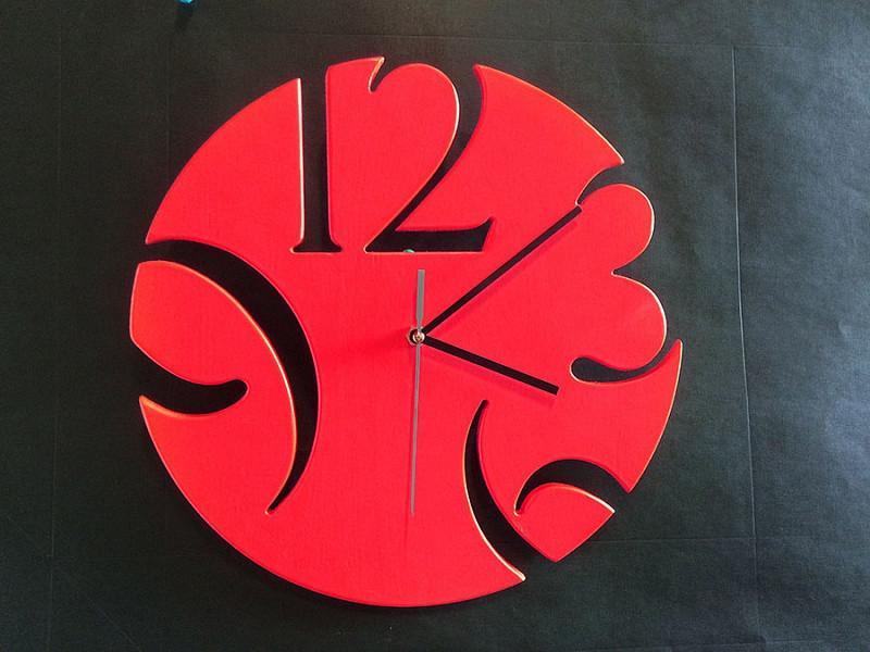 Дизайнерские настенные часы из дерева Loft красный