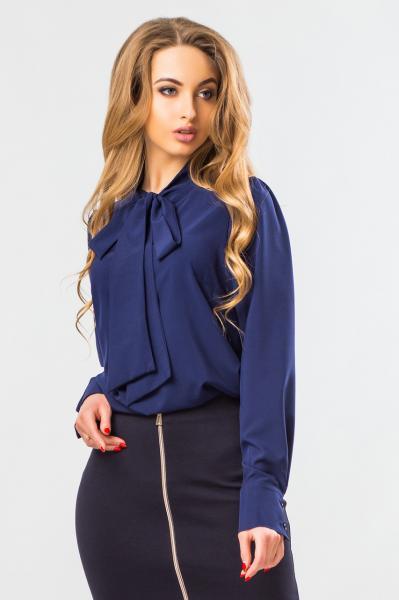 Блузка темно-синего цвета с галстуком