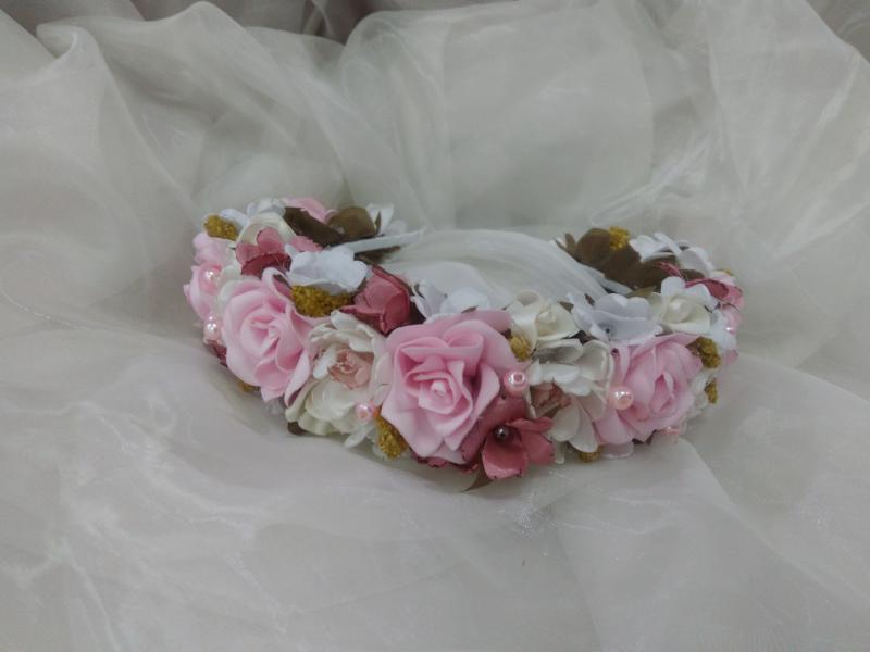 Венок на голову из цветов розовый