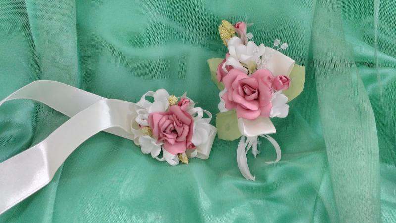 Свадебные бутоньерки для свидетелей розовые (бутоньерка+браслет из цветов)