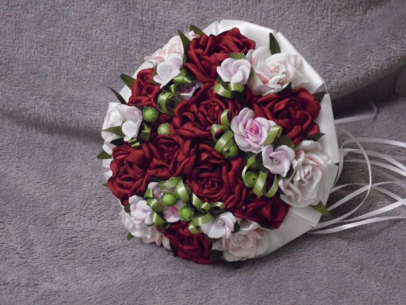 Свадебный букет-дублер из роз бордовый с персиковым