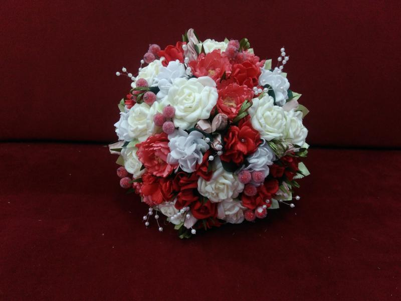 Свадебный букет-дублер красный с айвори и коралловым