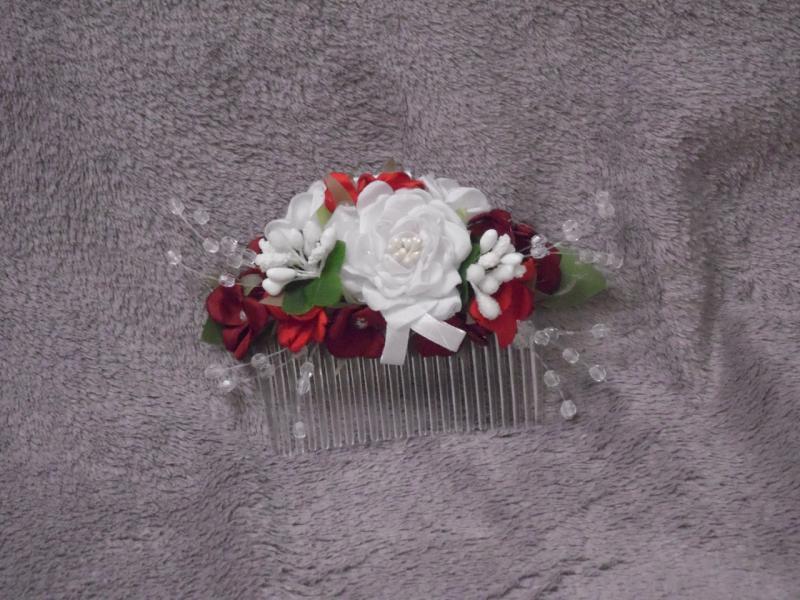 Гребешок в голову из цветов белый с красным