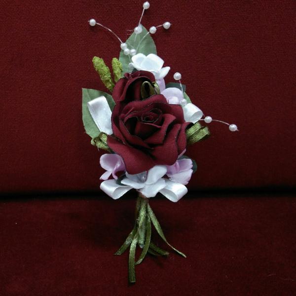 Свадебная бутоньерка бордовая с розовым и белым