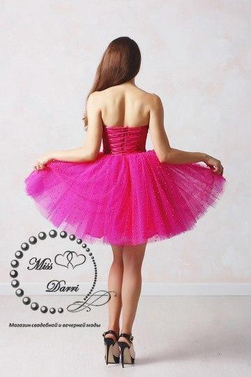 Вечернее коктейльное платье в стиле беби-долл в цвете фуксии