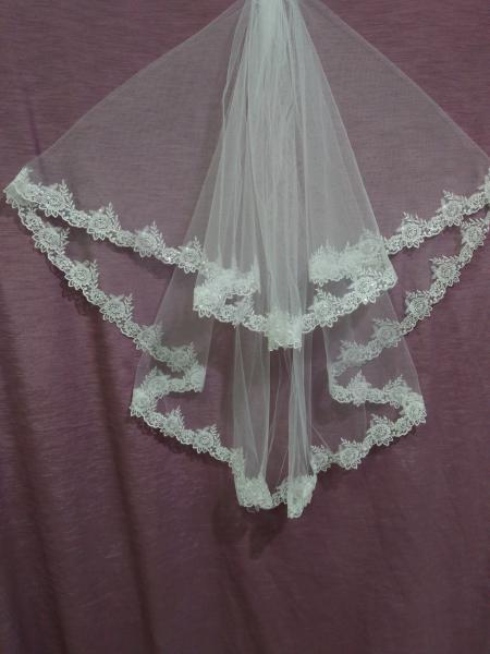Свадебная фата белая с гипюром и паетками