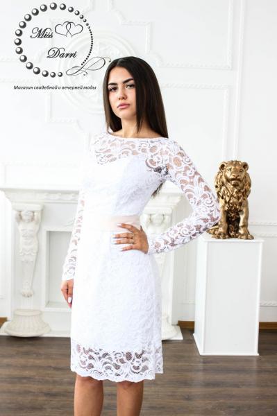 Короткое свадебное платье с рукавом белое