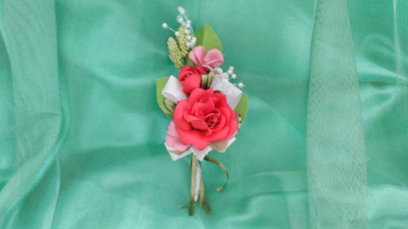 Свадебная бутоньерка из красной розы