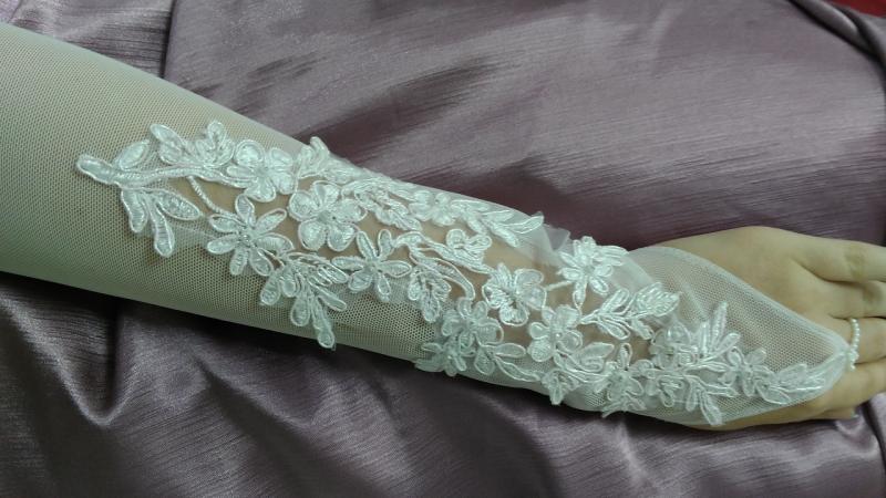 Свадебные перчатки с гипюром белые длинные