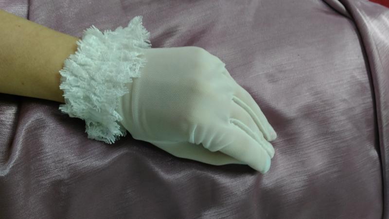 Свадебные перчатки закрытые белые
