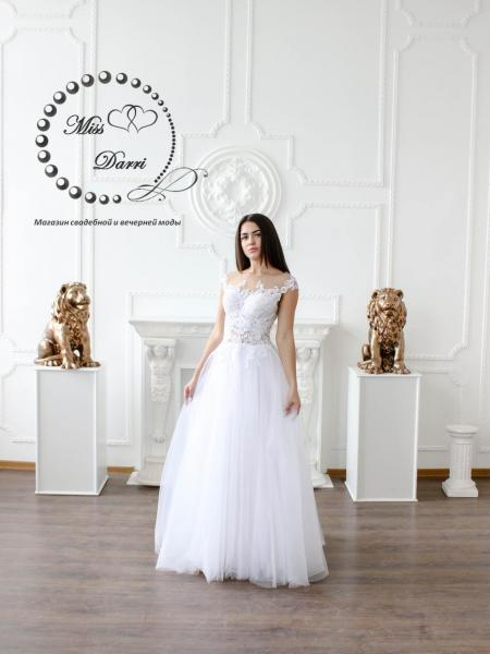 Свадебное платье а-силуэта белое с гипюром