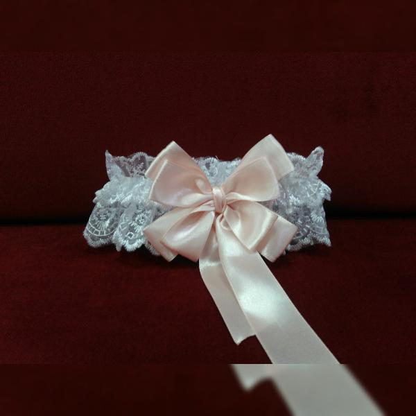 Свадебная подвязка для невесты белая с пудровым