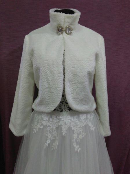 Свадебная шубка из искусственного меха белая с принтом Розы