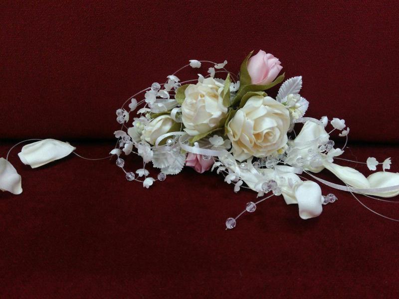 Свадебная веточка для прически бежевая с розовым
