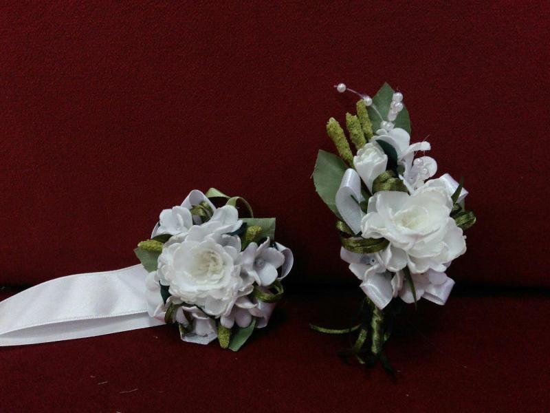 Свадебные бутоньерки для свидетелей айвори
