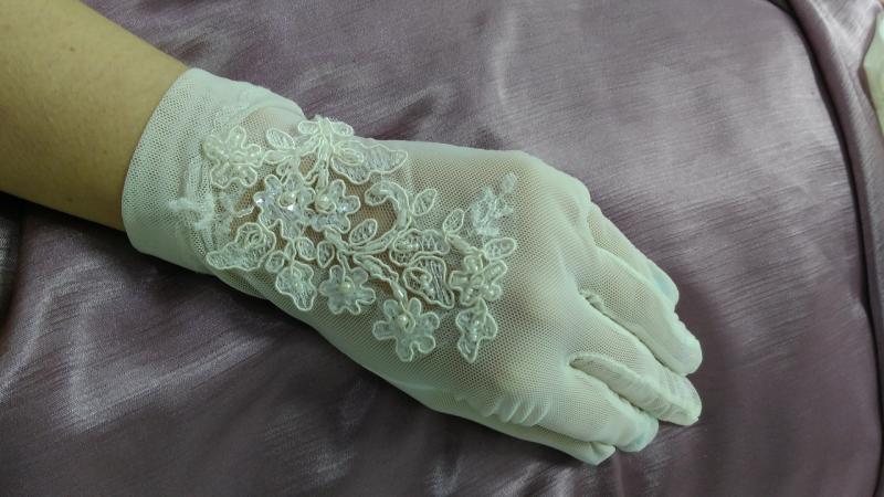 Свадебные перчатки закрытые айвори