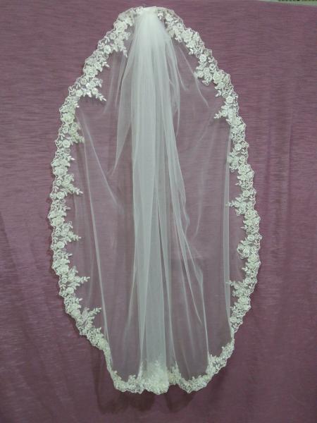 Свадебная фата айвори (бежевая) с гипюром,бисером и паетками 1 ярус