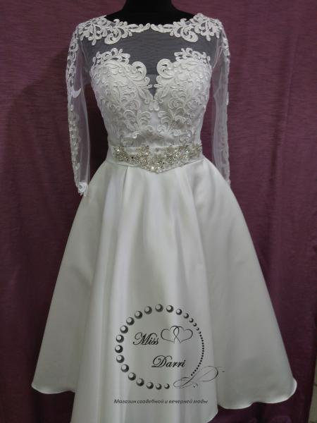 Короткое свадебное платье белое с рукавом