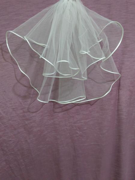 Свадебная фата короткая белая с лентой