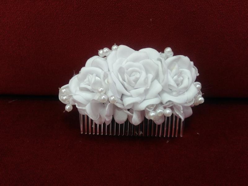 Гребешок для волос с цветами белый