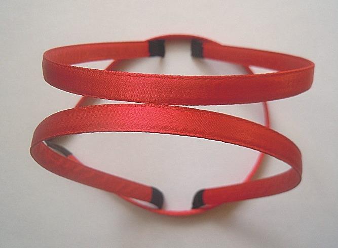 Металический  обруч  0,7 мм.   обшитый  плотной    Красной  лентой  10 мм.