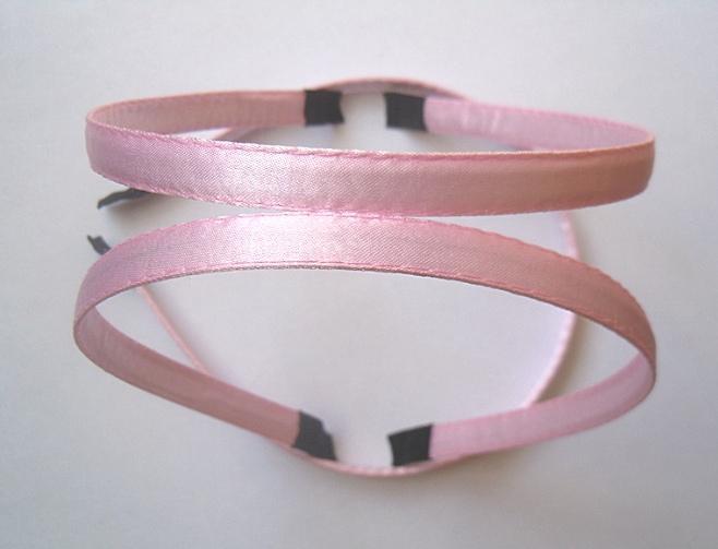 Фото Основы ,фурнитура для канзаши, Обручи Металический  обруч  0,7 мм.   обшитый  плотной    Розовой  лентой  10 мм.