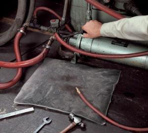 Фото Ликвидация разливов нефтепродуктов и технических жидкостей Подушки сорбирующие