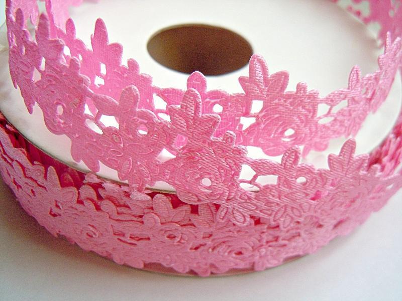 Тесьма декоративная , атласная в розочках ,  ширина 20 мм  , цвет  розовый